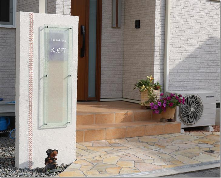 合わせ硝子和紙サインの春雨和紙を使用した門柱。