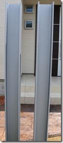 亜鉛メッキしたH鋼の上にサテンシルバー塗装