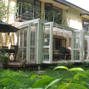 ガーデンルームで四季を感じるカフェレストラン